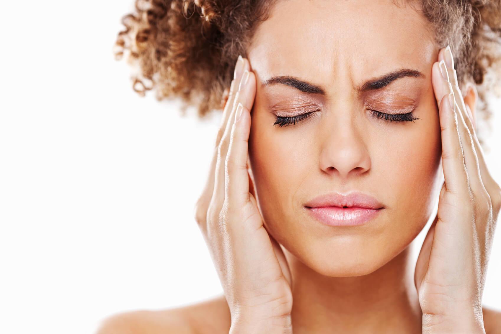 huvudvärk mellan ögonbrynen
